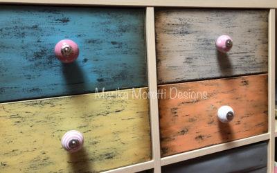 Ristrutturare i mobili con colori acrilici